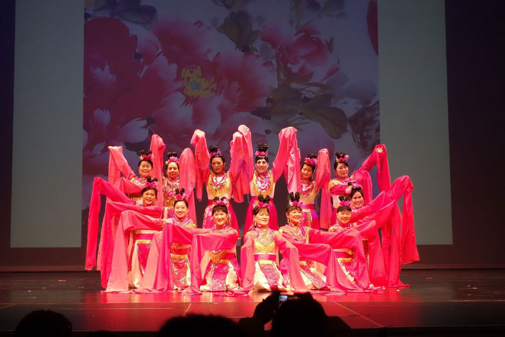 Asian Performance Arts-Blooming Flowers Striving for Beauty